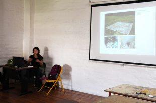 Presentación a los estudiantes de artes de la PUCE